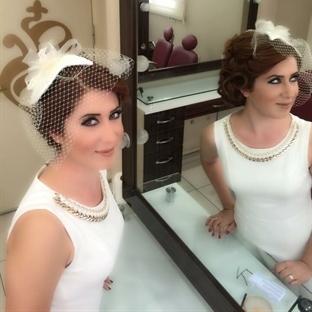 Selda Hanım'ın Nikah Şapkası ve Eldiveni