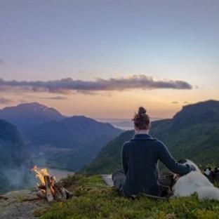 İşi Gücü Bırakıp Köpeği ile Dağ Taş Gezen Norveçli