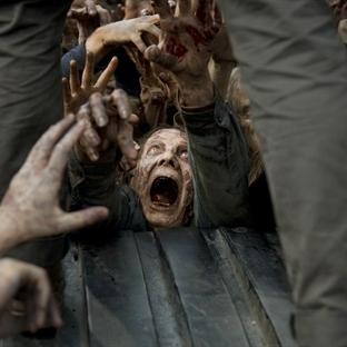The Walking Dead Glenn Öldü mü?