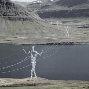 İzlanda'nın İnsansı Elektrik Direkleri