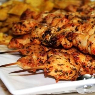 Fırında Tavuk Şiş ve Baharatlı Patates