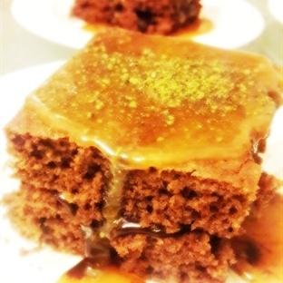 Karamelli Kek Tarifi; Yemede Yanında Yat