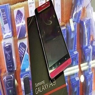 Samsung'dan Esrarengiz Telefon Görüntülendi