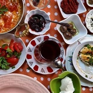 Ada'da Evimiz Varmış Gibi – Ada Kahvaltı