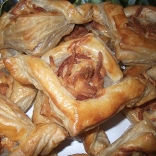 Sucuklu Kaşar Peynirli Börek