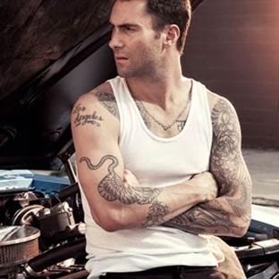 Adam Levine'e Aşık Olmak için 15 Sebep!