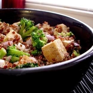 Brokolili Kinoa (Quinoa) Salatası Tarifi
