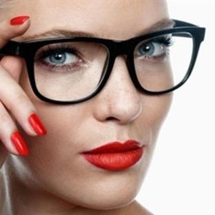 Gözlük kullanan bayanlar nasıl makyaj yapmalı