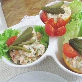 Kereviz salatası ve domateslı pilav