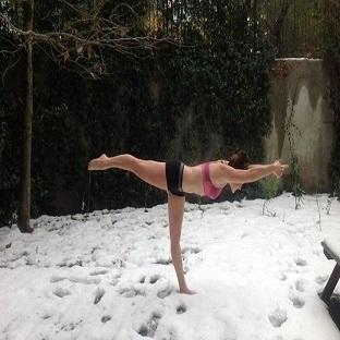 Kış günü, 40 derece Bikram'a gider yoga düşkünü