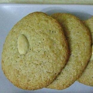kolay, pratik ve lezzetli bir acıbadem kurabiyesi
