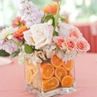 Meyvelerle çiçek düzenlemesi