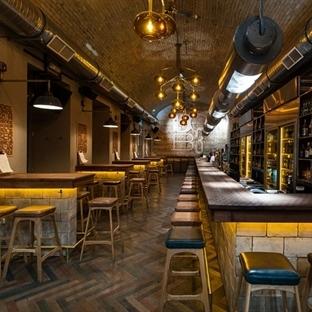 Miklós Kiss'den Budapeşte'de DOB3 Beer&Whisky Bar