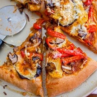 Tavada Sebzeli Pizza Tarifi
