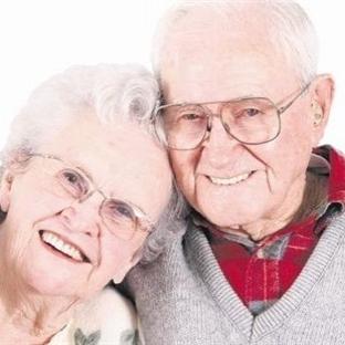 Yaşlandıkça mutluluk peşimizden geliyor