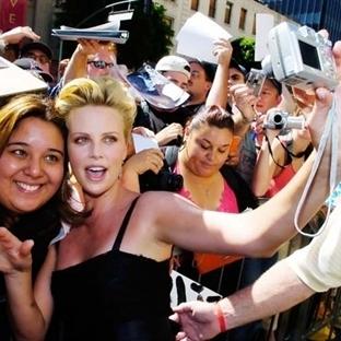 Bu ünlülerle selfie çektirmeniz imkansız