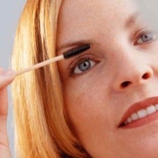 Çalışan bir kadın için makyaj önerisi