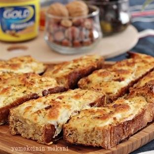 Fırında Yoğurt Soslu Ekmek