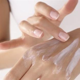 Genç ve Güzel Eller İçin Peeling Uygulayın