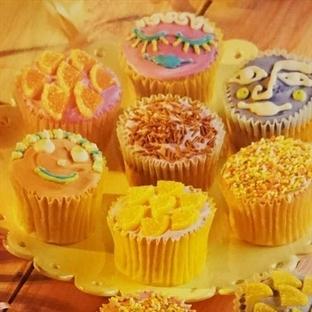 Küçük Renkli Pastalar