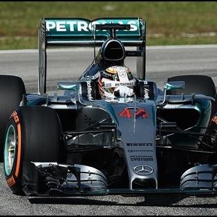 Malezya'da Gecikmeli Pole Pozisyonu Hamilton'un !!