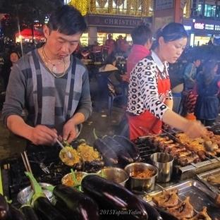 Şanghay Sokaklarında Çin Yemeği
