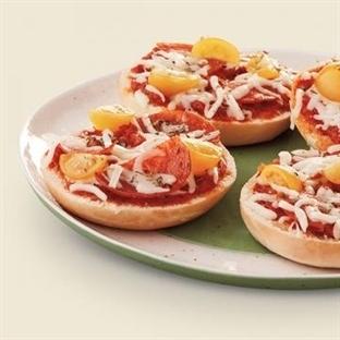 Sucuklu Peynirli Muffin Pizza Tarifi