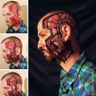 Yetenekli sanatçı vücuda insan anatomisini çiziyor