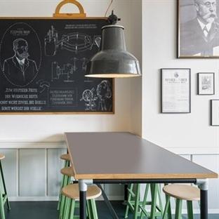 Aerogram Studio'dan Hamburg'da Café Ferdinand