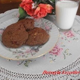 Çilekli ve Beyaz Çikolatalı Cookie