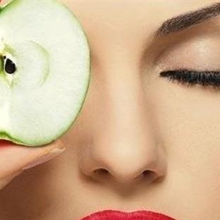 Elma ile güzelliğinize güzellik katın