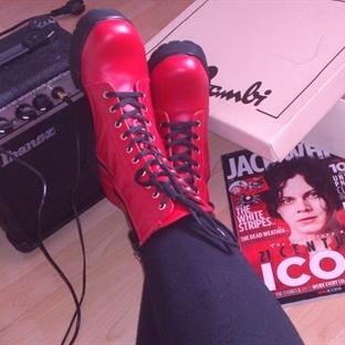 Kırmızı ile ayakkabıda cesur olun!