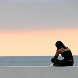 Neden hep yalnızız hiç düşündünüz mü ?