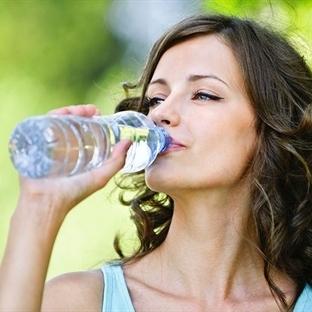 Parlak bir cilt için su, su ve yine su!