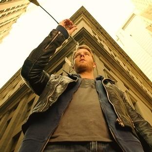 """Bradley Cooper """"Limitless"""" Dizisinin İlk Bölümüne"""