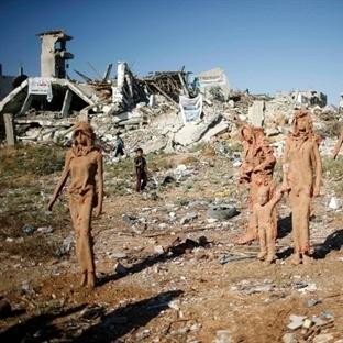 Gazze'nin yıkıntıları arasında yükselen heykeller