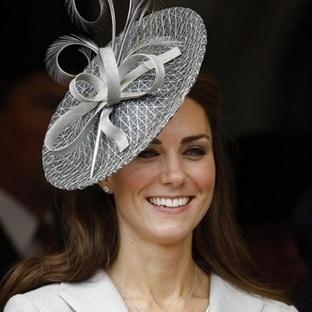 Kate Middletonla şeker şapka modası