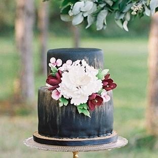 Koyu renk düğün pastaları