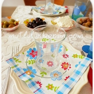 Mavi Papatyalı Kahvaltı Masası