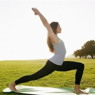 Sıkı bir karın için yoga hareketleri