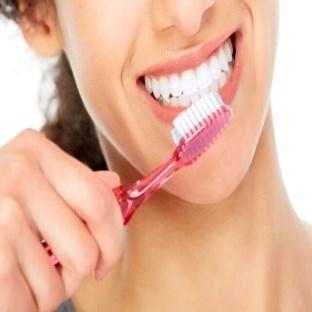 Yanlış diş fırçalama diş etine zarar vermekte