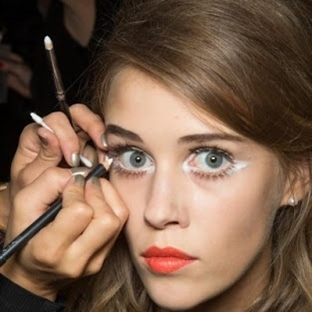 Beyaz göz kalemiyle makyaj nasıl yapılır