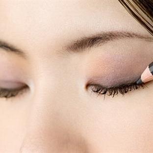 Göz Kalemini Eyeliner Olarak Kullanmak