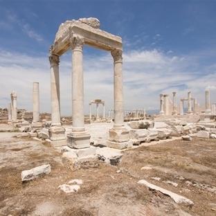 Laodikeia, Efes Antik Kentine Rakip Geliyor