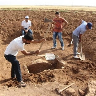 Mardin'de Piramitler Kadar Eski Mezar Bulundu