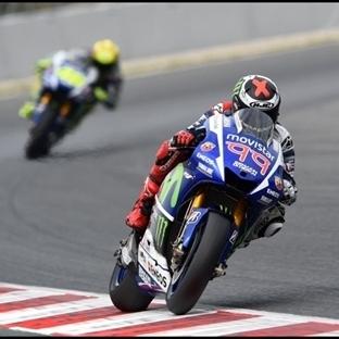 MotoGP: Katalunya'da Yamaha Dublesi Lorenzo 4'ledi