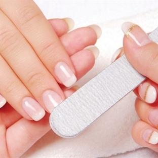 Tırnak bakımı ve parlatıcı ile mükemmel eller