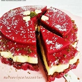 Üç Renkli Meyveli İrmik Pastası