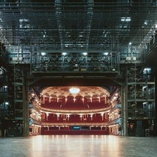 Avrupa'nın ünlü salonlarından sıradışı manzaralar