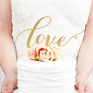 Düğün pastası üstüne süslemeler